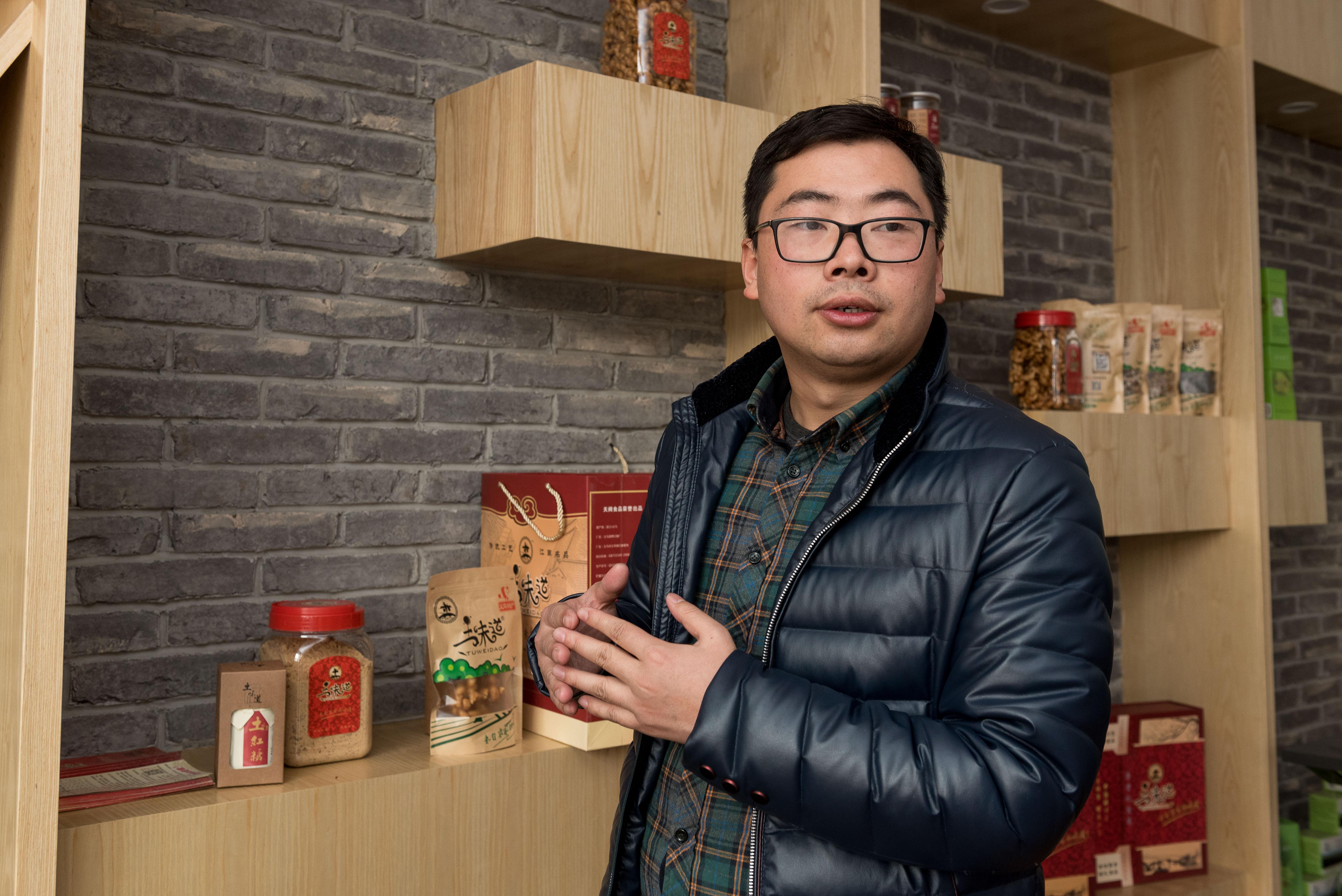 金文進_工商學院創業導師,從近十年前創業班開辦起,一直在第一線帶領學生,目前是青岩劉電商創業實驗室指導老師。