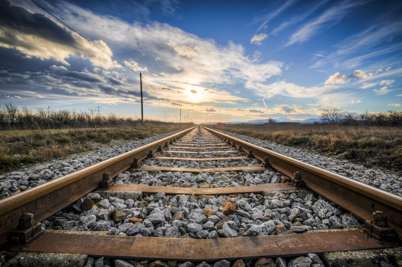 義新歐鐵路由新疆口岸出境,途經亞歐兩洲,打通「義烏-馬德里」歷時廿一天,最終抵達西班牙馬德里。